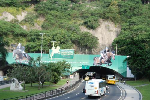 Midia exterior diferenciada criada pela Aktuell - Instalado no Túnel Novo