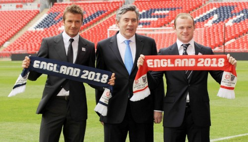 David Beckham, o primeiro ministro inglês Gordon Brown e Wayne Rooney: a guerra de PR por uma copa do mundo